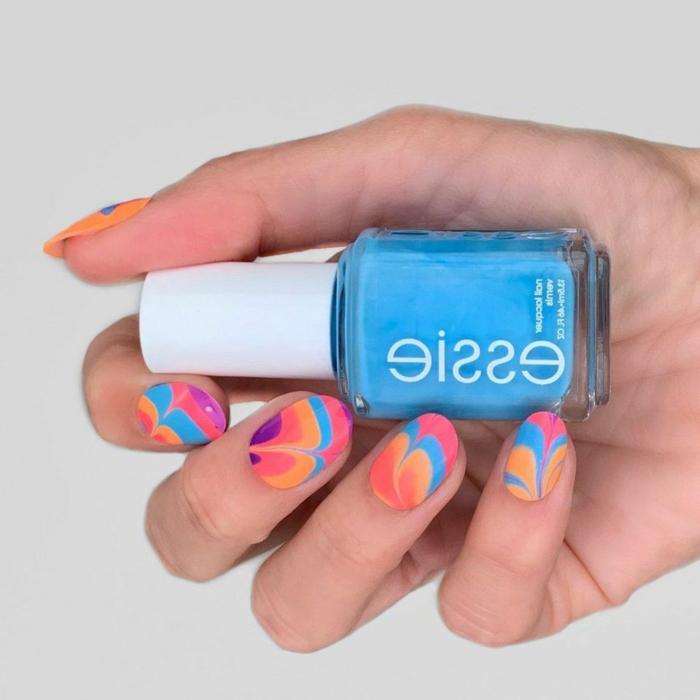 combinaciones de colores y decorados que enamoran, uñas en rosado, lila, azul y naranja, decoración de uñas veraniegas
