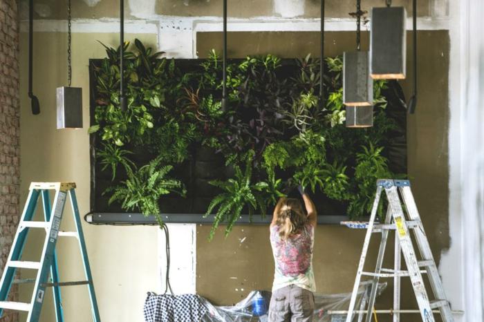 diferentes ideas sobre cómo organizar un jardin vertical interior, decoración de interiores con plantas verdes, alucinantes ideas en imagenes