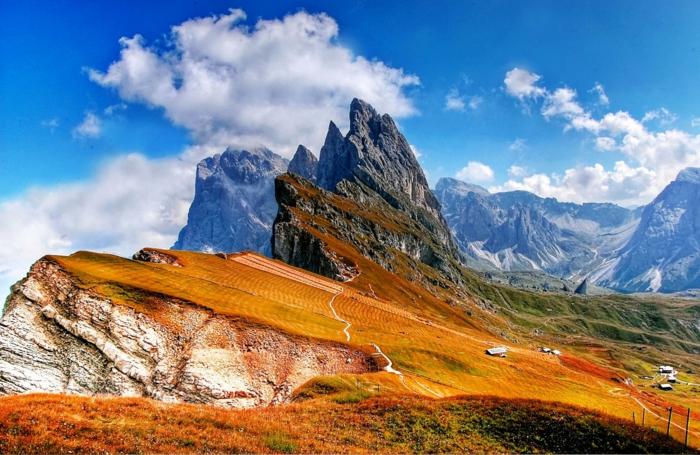 paisaje montañoso super bonito con rocas y montañas, fondos de pantalla del mar, originales fotografías en colores para descargar
