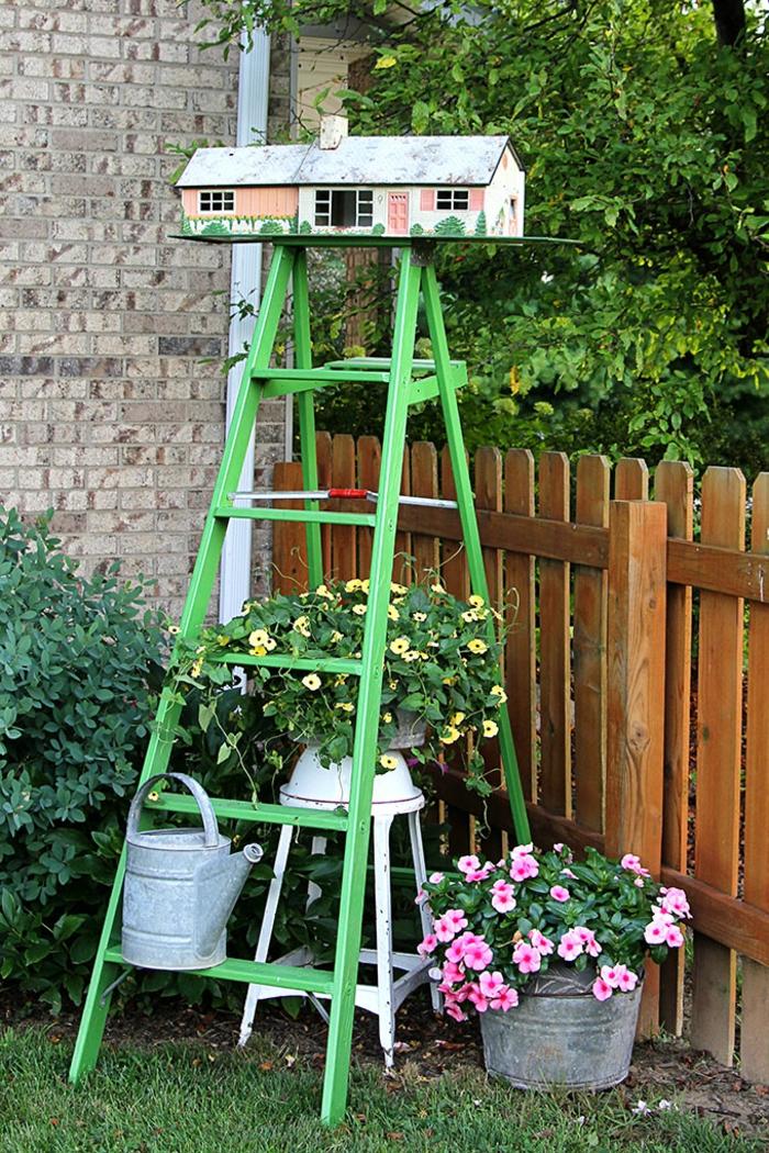 jardineras de madera verticales, como hacer un jardín vertical de escalera de madera, originales ideas para un jardín rústico
