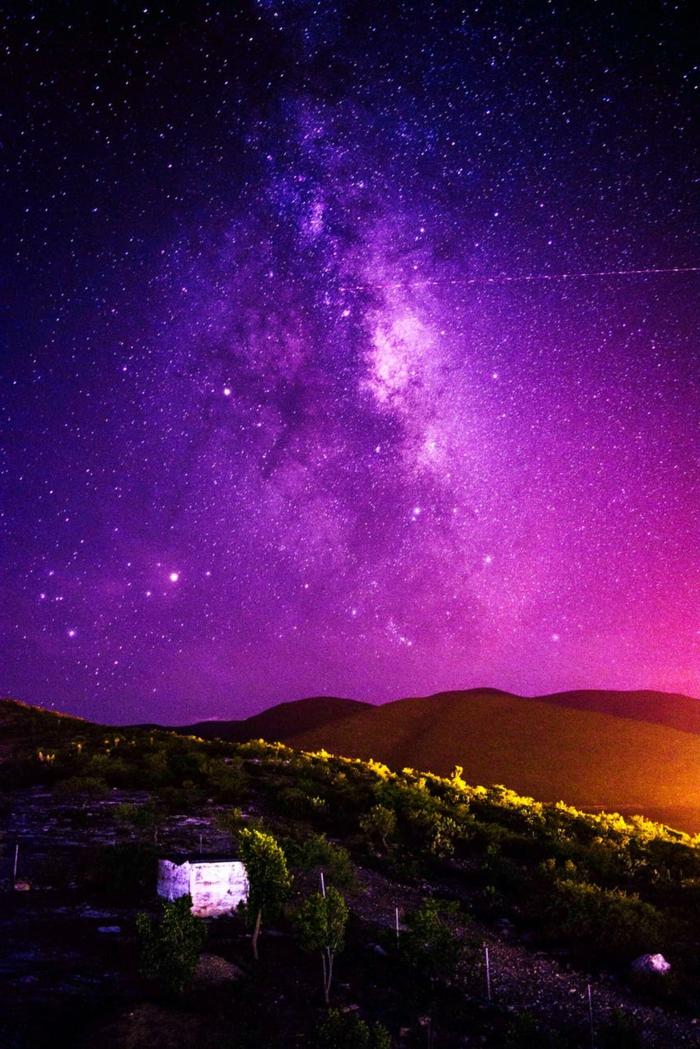 fondos de pantalla chulos para el movil, preciosos paisajes de la naturaleza, imagen con cielo estrellado en bonitos colores, fotos para fondos de pantalla hermosas