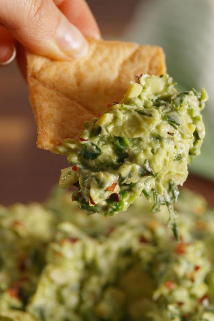 como hacer el mejor guacamole casero, ideas de platos con aguacate clásicos, ideas sobre como conseguir una dieta equilibrada