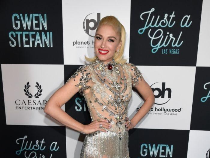 Gwen Stefani con un bonito peinado melena midi, ideas de corte de pelo para mujeres de 50 años cara redonda