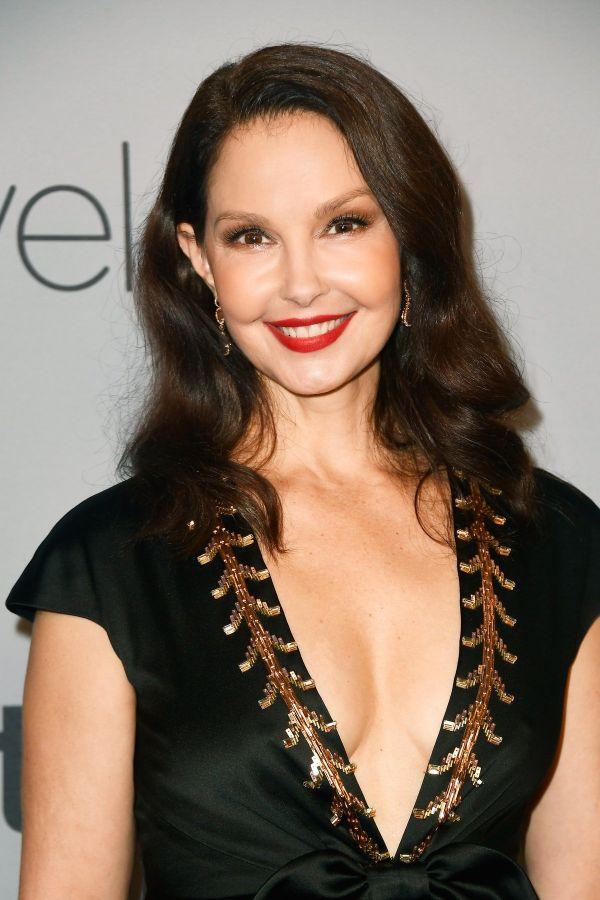 peinado ondulado, mujer con media melena ondulada, peinados pelo largo, fotos de peinados elegantes y modernos