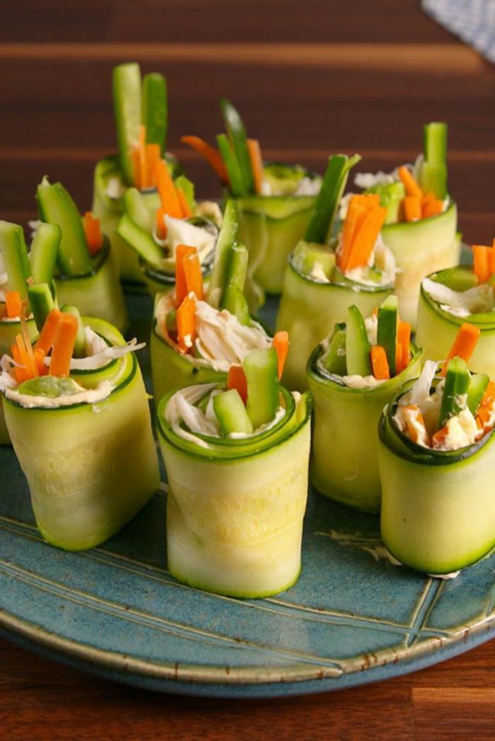 rollos de pepinos con zanahorias y aguacate, originales ideas de picoteo para el verano, como comer aguacate ideas en imagenes