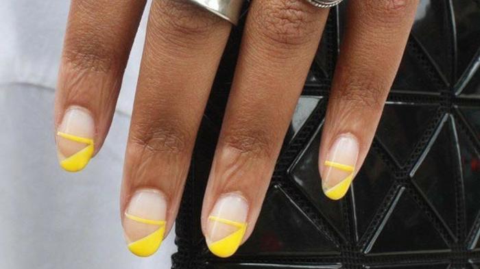super bonitos diseños de uñas para la temporada, color de uñas verano 2019, uñas en color nude con dibujos en amarillo