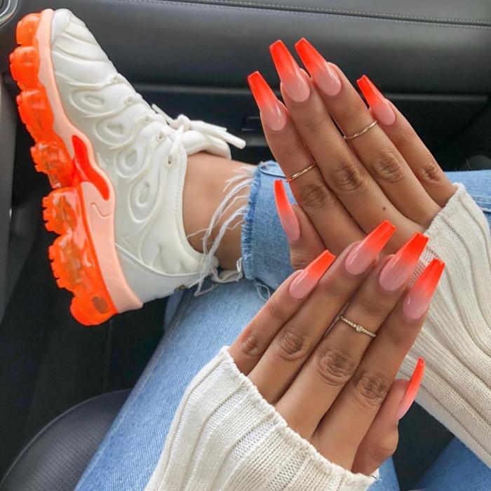 uñas acrílicas usper largas pintadas en color naranja con efecto ombre, color de uñas verano 2019