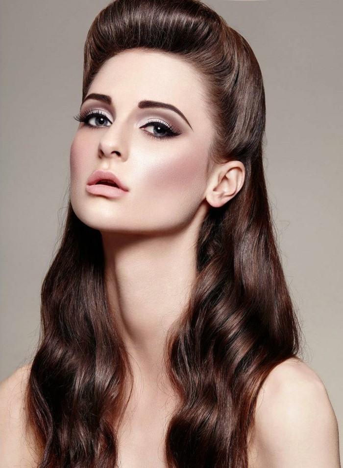 adorables propuestas de peinados pelo suelto, peinados pin up originales, rizos en el cabello, cabellera color castaño oscuro