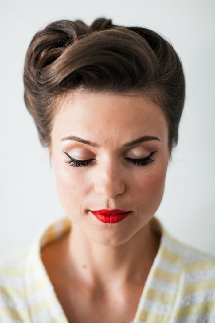 recogido bonito pelo largo con flequillo grande, ideas de peinados años 50 originales, maquillaje elegante con labios rojos