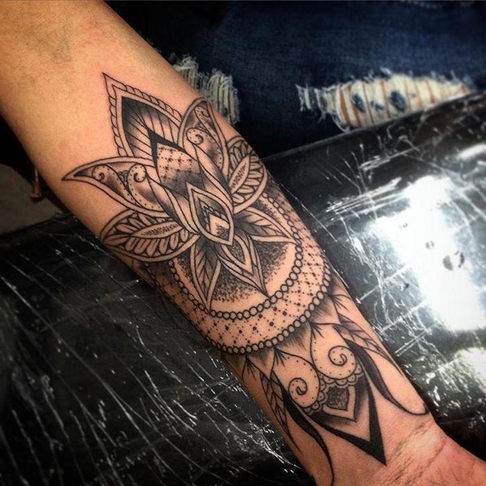 tatuajes flor de loto, que significan los diferentes tatuajes, diseños de tatuajes en el antebrazo, tattoo para mujeres