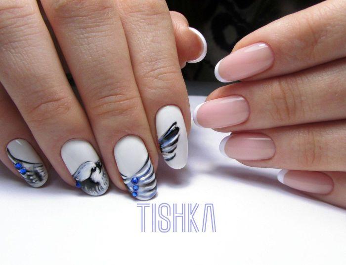 uñas francesas decoradas con bonitos dibujos, uñas pintadas en blanco con dibujos de flores y animales, los mejores propuestas de diseños uñas