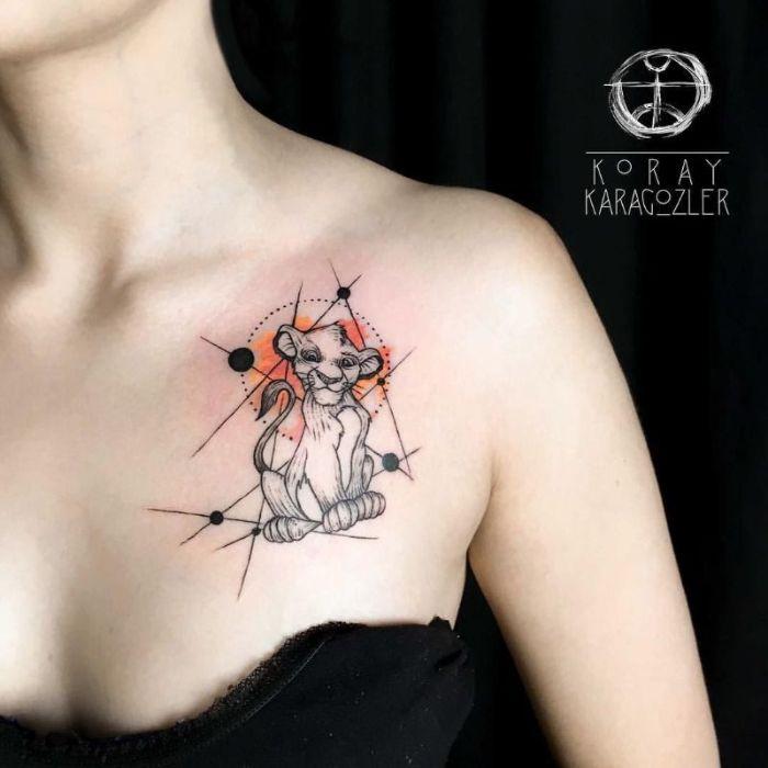 diseños de tatuajes geométricos en el pecho, tatuajes de Rey León, diseños de tattoos para inspirarte, galería de tatuajes
