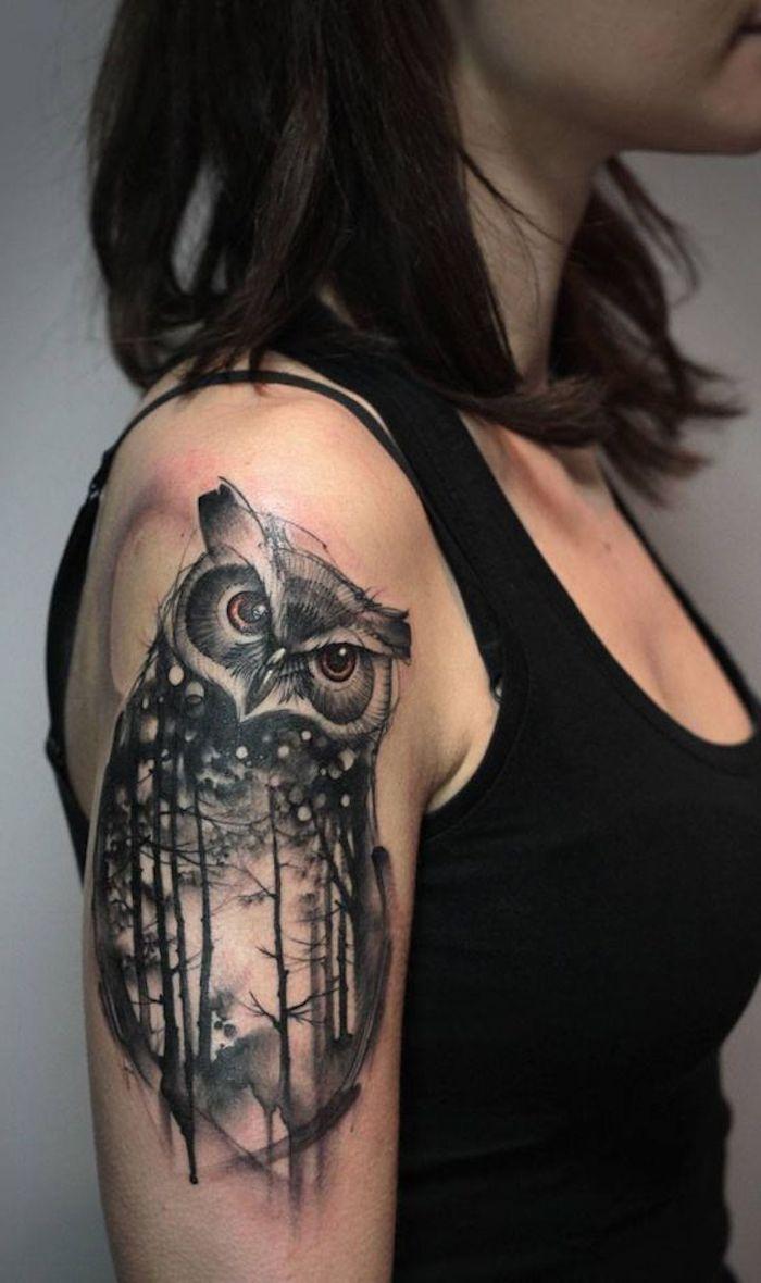 tatuaje grande buho en el brazo, tatuajes para mujeres originales con un significado escondido, diseños de tatuajes para mujeres