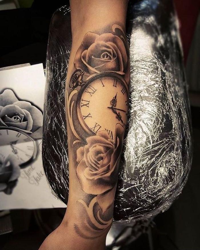 tatuajes para mujeres con flores y rosas, tatuajes simbolicos fotos, tatuaje reloj significado, imágenes de tattoos originales