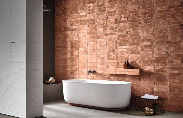 cuartos de baño en fotos, cuarto de baño con pared de ladrillo y bañera exenta, diseños de cuartos de baño originales