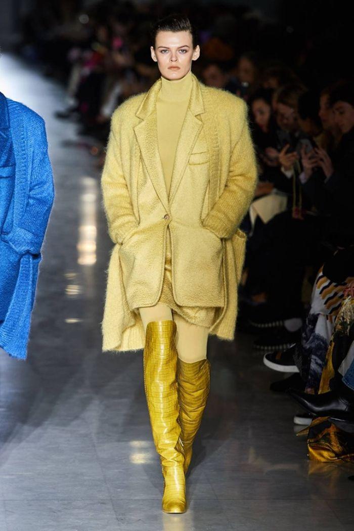 ideas sobre tendencias otoño invierno 2019 mujer, prendas en colores modernos, atuendos en colores en tendencia