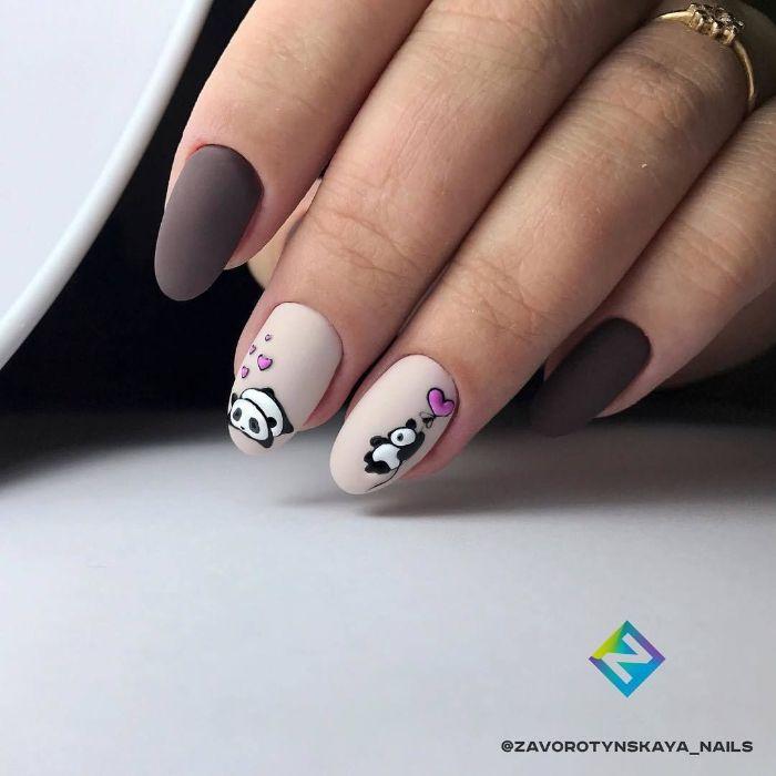 uñas decoradas con preciosos dibujos, uñas largas almendradas pintadas en beige y marrón con acabado mate y dibujos