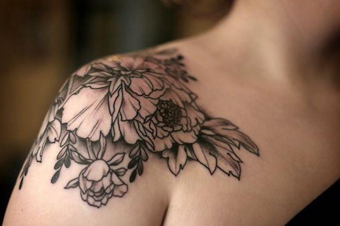 hermosos ejemplos de tatuajes para mujeres, tattoos con flores bonitos en el hombro, diseños de tattoos en bonitos fotos