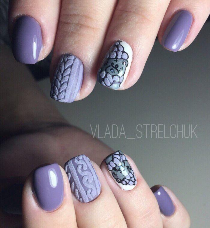 diseños de uñas en colores pastel con dibujos, uñas largas cuadradas pintadas en lila y blanco con dibujos de osos