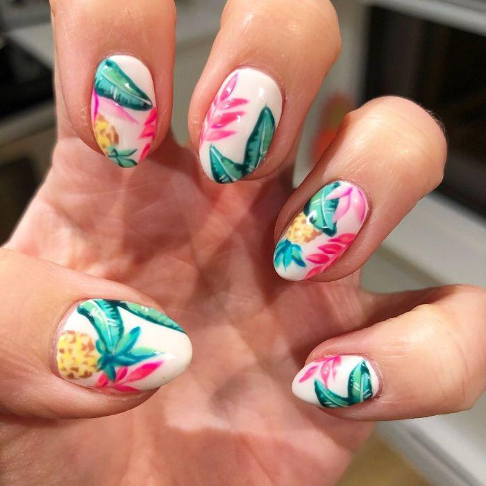preciosos diseños de uñas para el verano, uñas decoradas con motivos florales y frutas, diseños de uñas tropicales