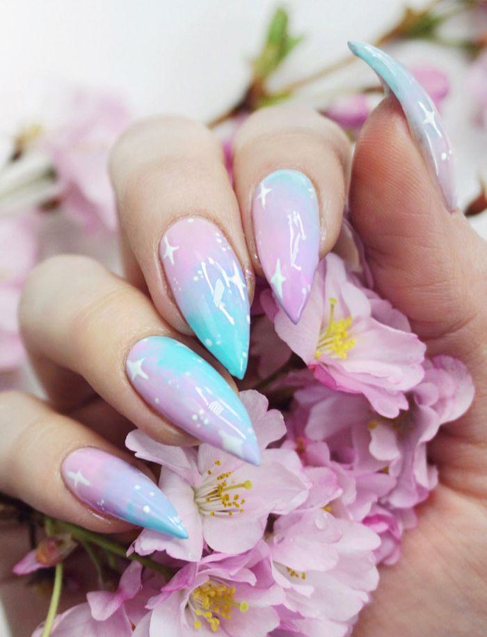 uñas decoradas еen colores pastel con dibujos, uñas largas de forma bonita pintadas en azul y rosado con detalles en blanco