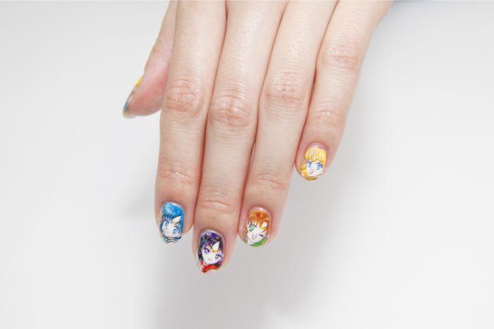 decoracion de uñas divertida, dibujos en uñas originales, uñas en diferentes colores, modelos de uñas para el verano