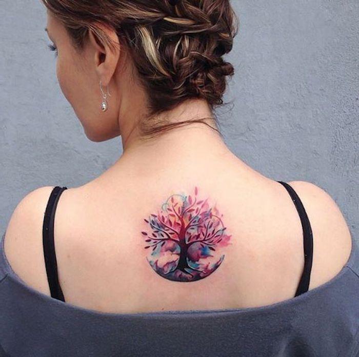 el árbol de la vida tatuado en la espalda, tatuajes para mujer en la espalda bonitos y simbólicos, diseños de tattoos bonitos