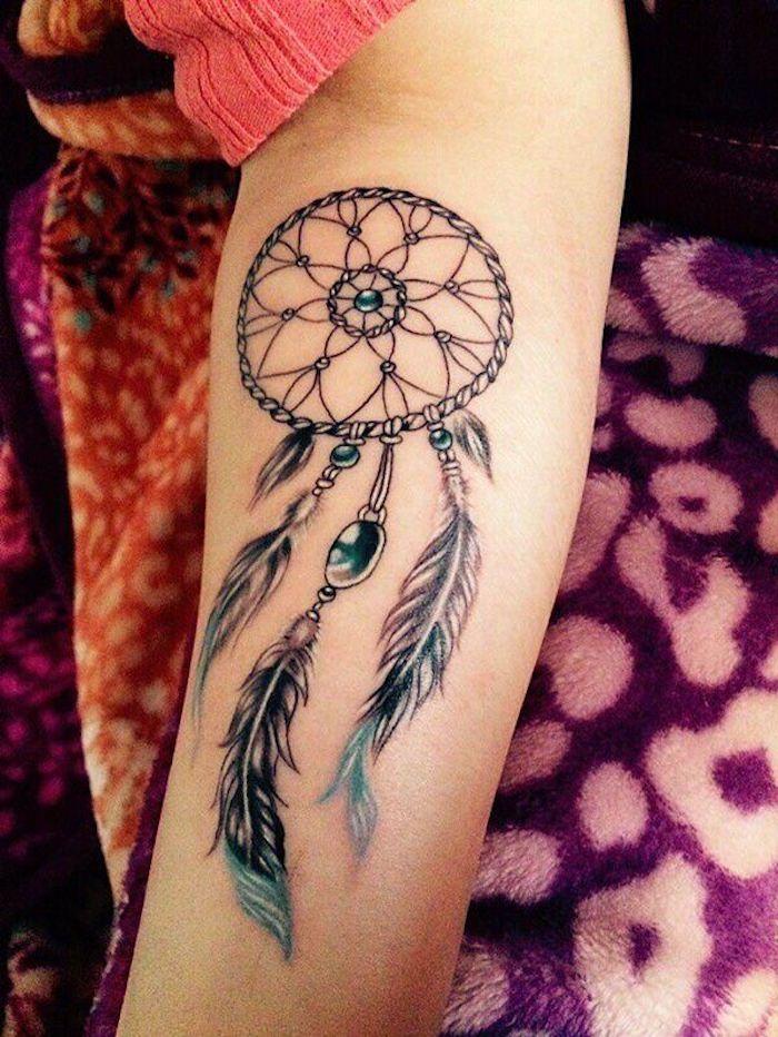 qué significa llevar un tatuaje de atrapador de sueños, tatuajes para mujer en la espalda, diseños de tatuajes simbolicos