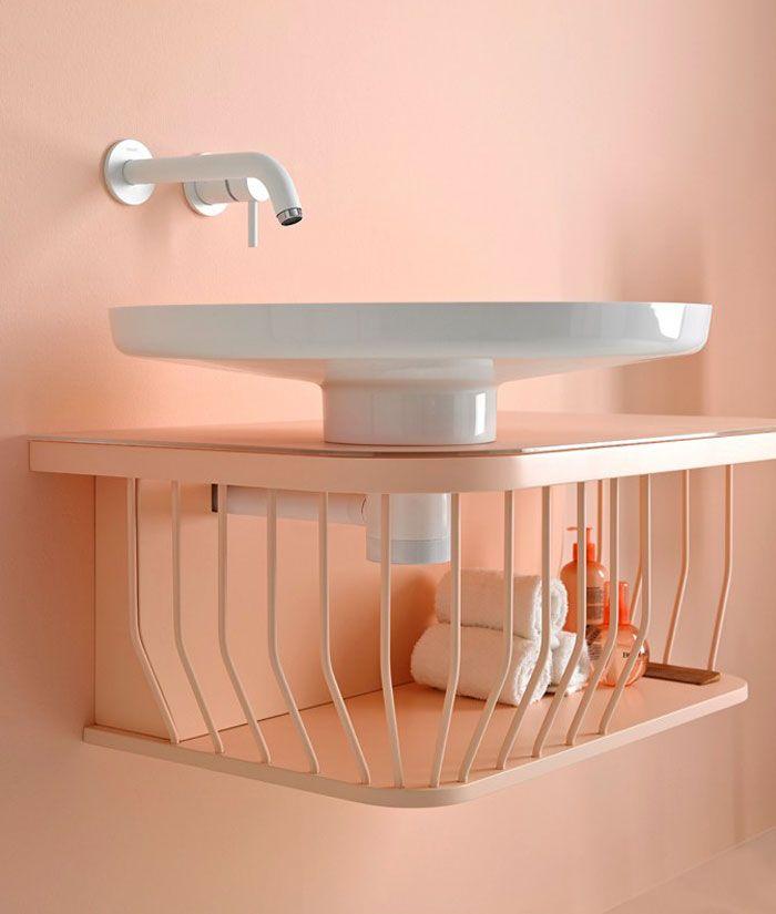 diseños de baños en colores modernos, cuarto de baño decorado en color rosado claro con pequeño lavabo, ideas para baños