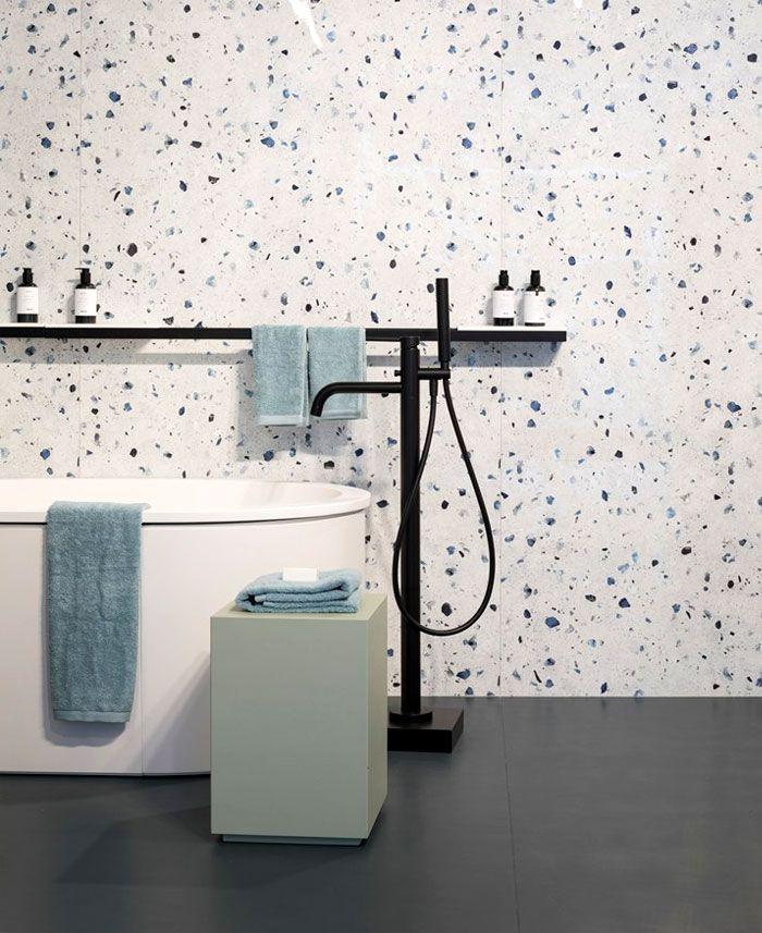 como decorar un baño según las últimas tendencias, baños pequeños con ducha, cuarto de baño con suelo en color gris y pared moderna