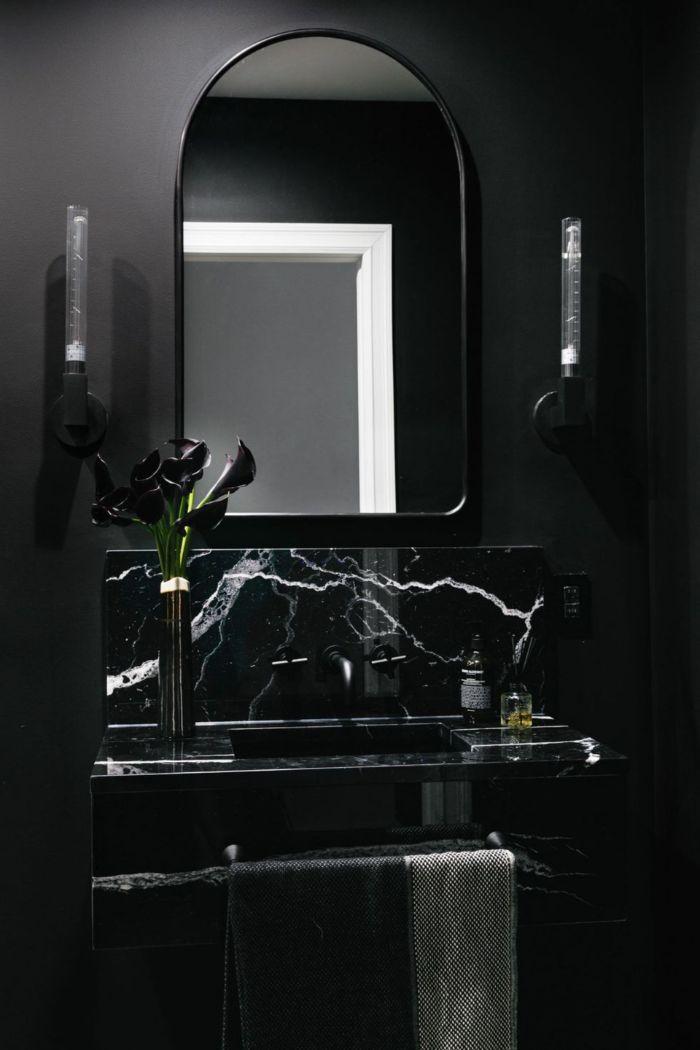ideas sobre cuartos de baño pequeños, baño pequeño con paredes y lavabo negras, espejo original en estilo moderno