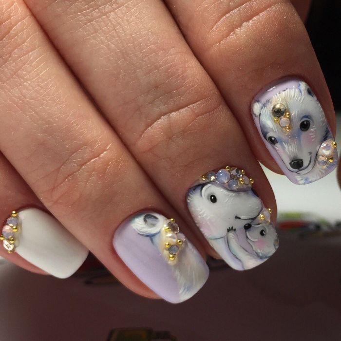 adorables ejemplos de uñas de gel decoradas en bonitos colores, dibujos de osos polares en las uñas y decoración con perlas