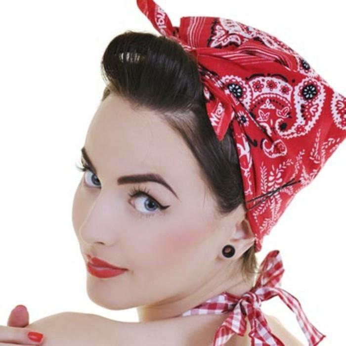 ideas chic para un atuendo rockabilly, chicas rockabilly con bandanas en la cabeza, pañuelos para cabeza con motivos florales