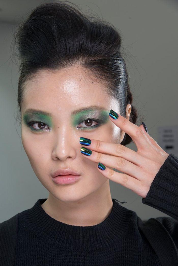 uñas pintadas en colores con acabado metálico, ideas de colores para uñas que están en tendencia, diseños uñas 2019