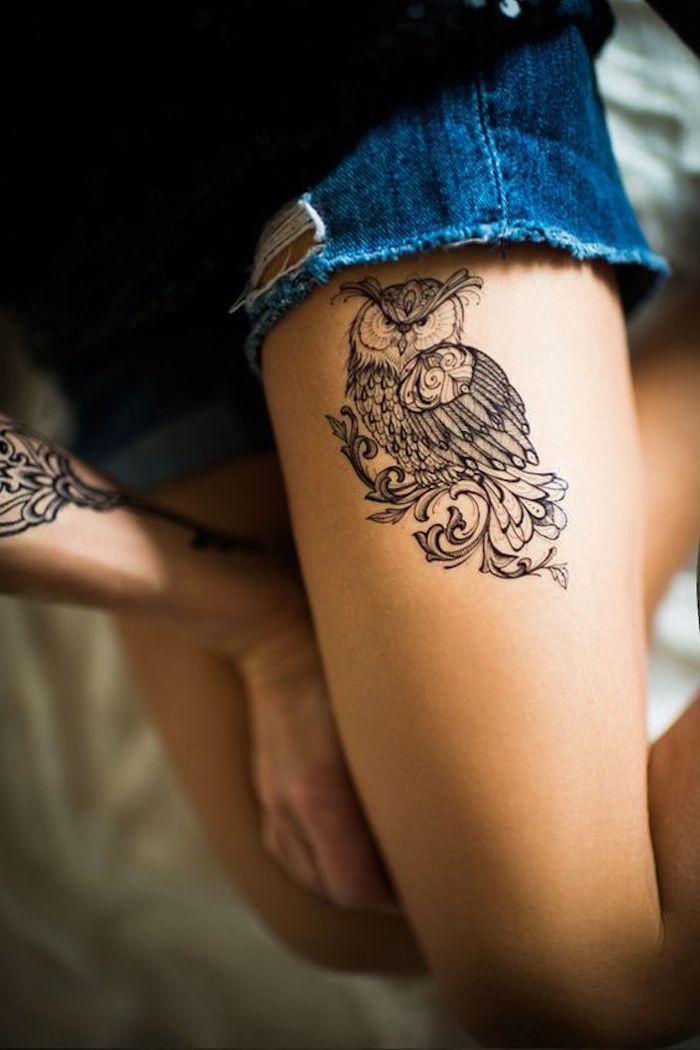 precioso tatuaje búho en la cadera, tatuajes de animales con su significado, tatuajes pequeños para mujeres originales