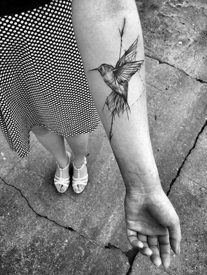 tatuajes antebrazo mujer originales, tatuajes pequeños para mujeres originales, diseños de tatuajes con elementos geométricos