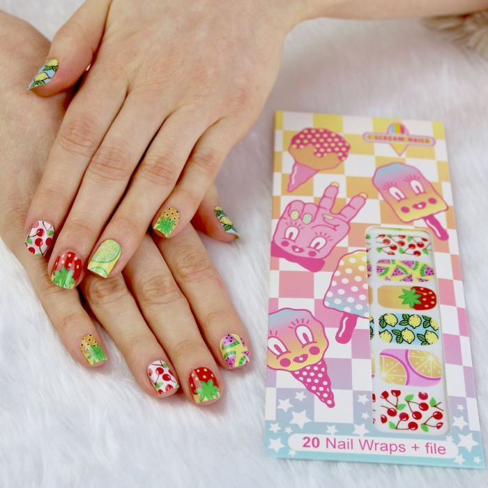 diseños de uñas para el verano, uñas pintadas con dibujos de frutas en colores para el verano, fotos de decorados de uñas