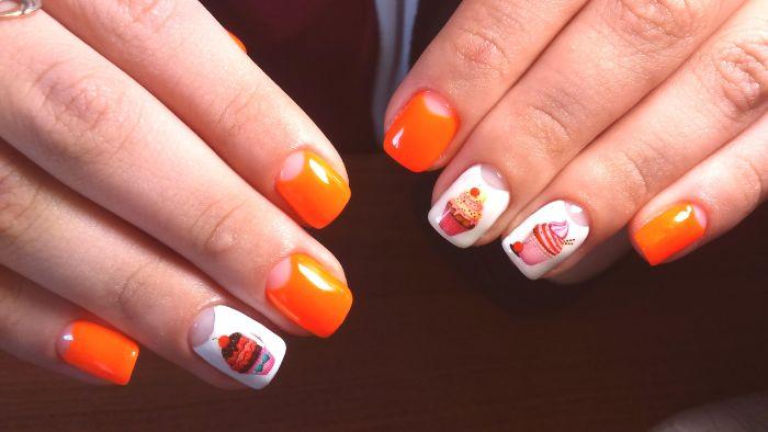 uñas largas de forma cuadrada pintadas en blanco y color naranja, uñas pintadas en colores vibrantes con dibujos