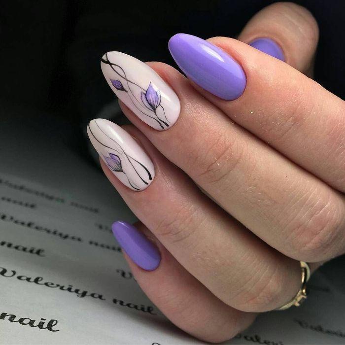 uñas pintadas en colores pastel, uñas largas de forma almendrada con bonitos flores, preciosos dibujos motivos florales