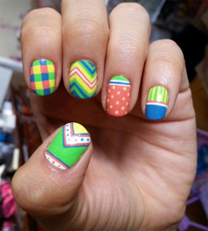 diseños de uñas en colores frescos con detalles geométricos, uñas pintadas con dibujos divertidos y detalles geométricos