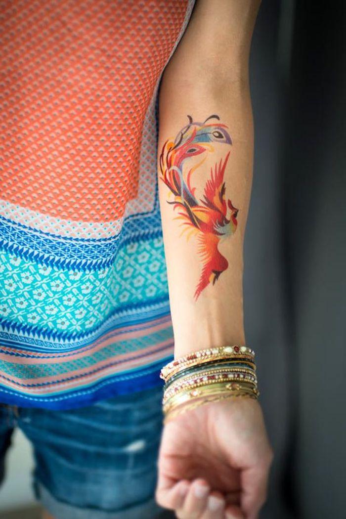 tatuajes pequeños para mujer en colores acuarela, tatuajes antebrazo simbólicos super bonitos, ideas de tattoos en fotos