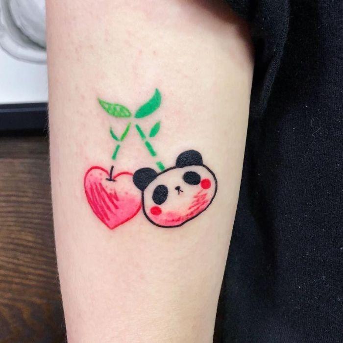 tatuaje Kung Fu panda, tatuajes minimalistas en el antebrazo, diseños de tatuajes pequeños en el brazo y el antebrazo