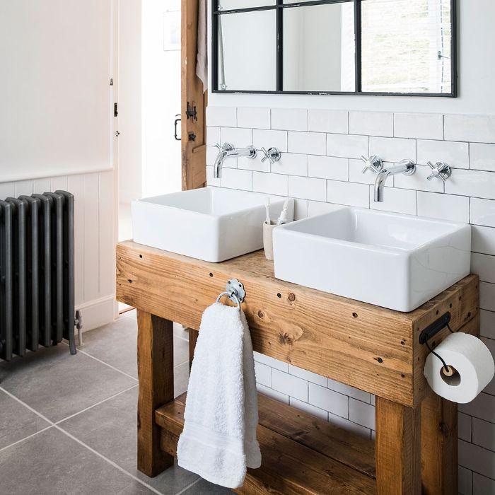 ideas de decoración de cuartos de baño, lavabo de madera rústico, ideas sobre como trasformar un cuarto de baño pequeño