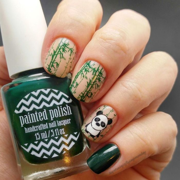 decoración minimalista y dibujos en las uñas, uñas decoradas elegantes con dibujos de panda y motivos florales bonitos