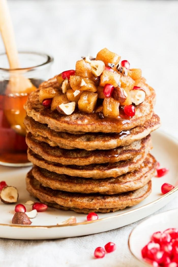 las mejores ideas de recetas faciles y rapidas para comer, crepes americanos con harina integral, frutas y jarabe de acre
