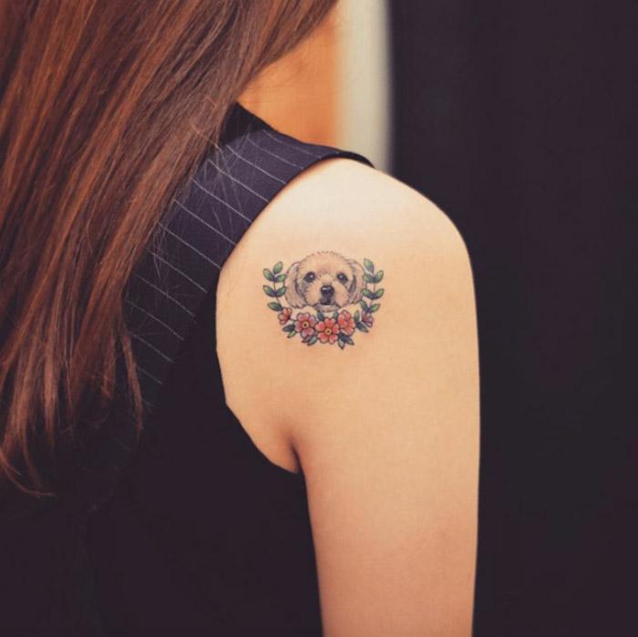 tatuajes pequeños para mujer en el hombro, diseños de tatuajes con animales, diseños de tattoos con mascotas, fotos de tatuajes