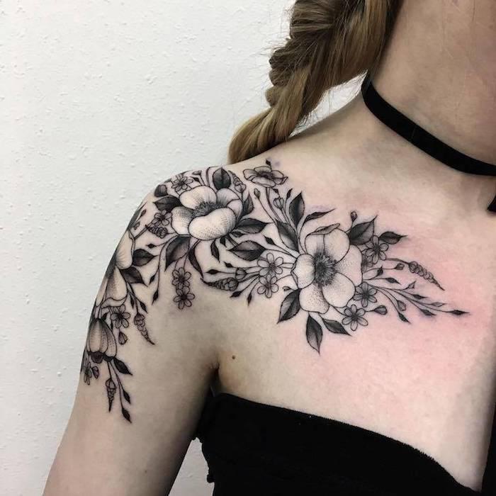 diseños de tatuajes finos para mujer con flores, motivos florales tatuados en la piel, ideas de tattoos con flores para chicas