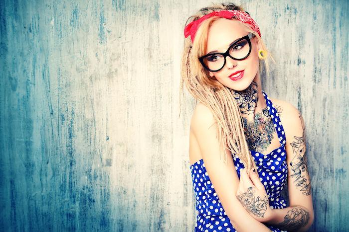 como escoger un diseños de tattoo mujer, diseños de tatuajes con animales, tatuaje ciervo en el brazo, tatuaje en el cuello