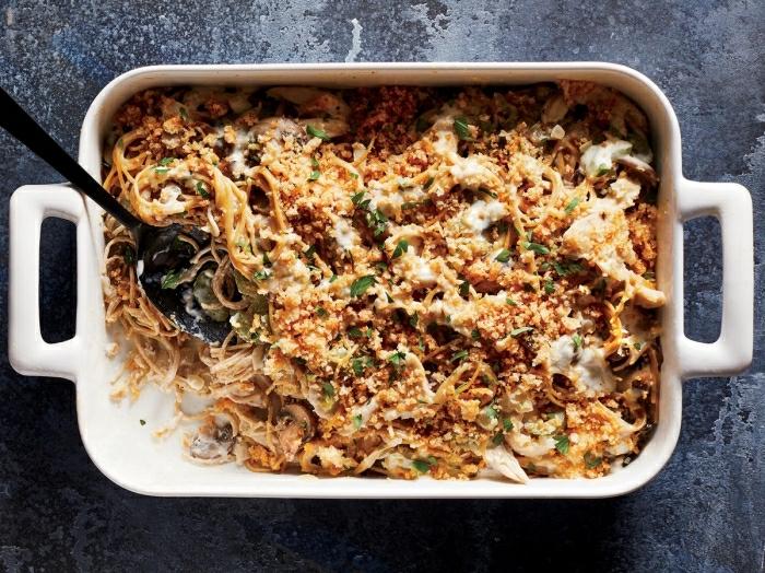 cacerola con pasta, quesos, quinoa y perejil, recetas faciles y rapidas para comer, las ideas más originales de platos