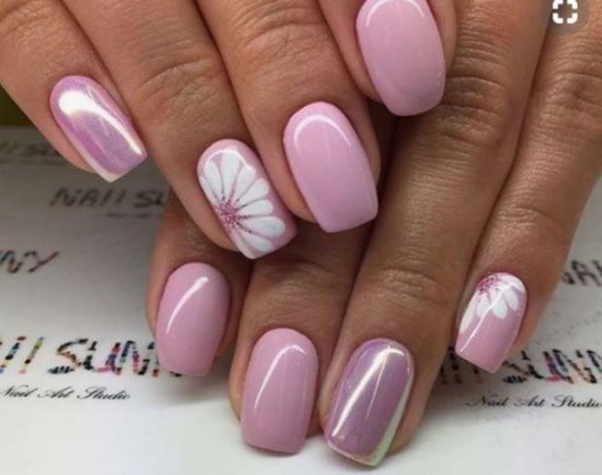 dibujos para uñas con motivos florales, hermoso diseño de uñas largas en forma cuadrada pintadas en rosado acabado mate